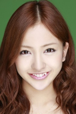Yaeba, la moda de tener dientes desparejos en Japón